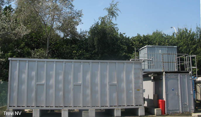 Mobile groundwater remediation container (stripping and biological treatment)